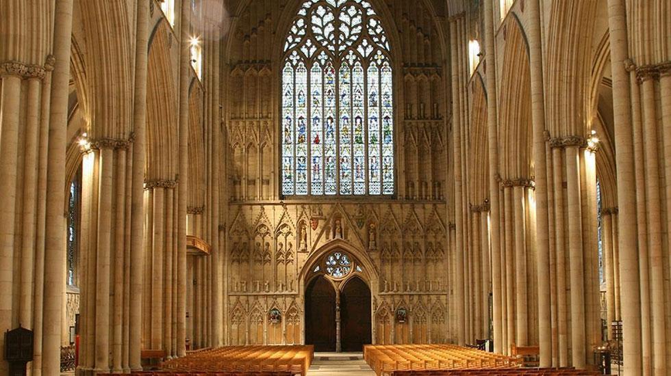 Bên trong thánh đường York Minster Cathedral - Tour du lịch tham quan Anh