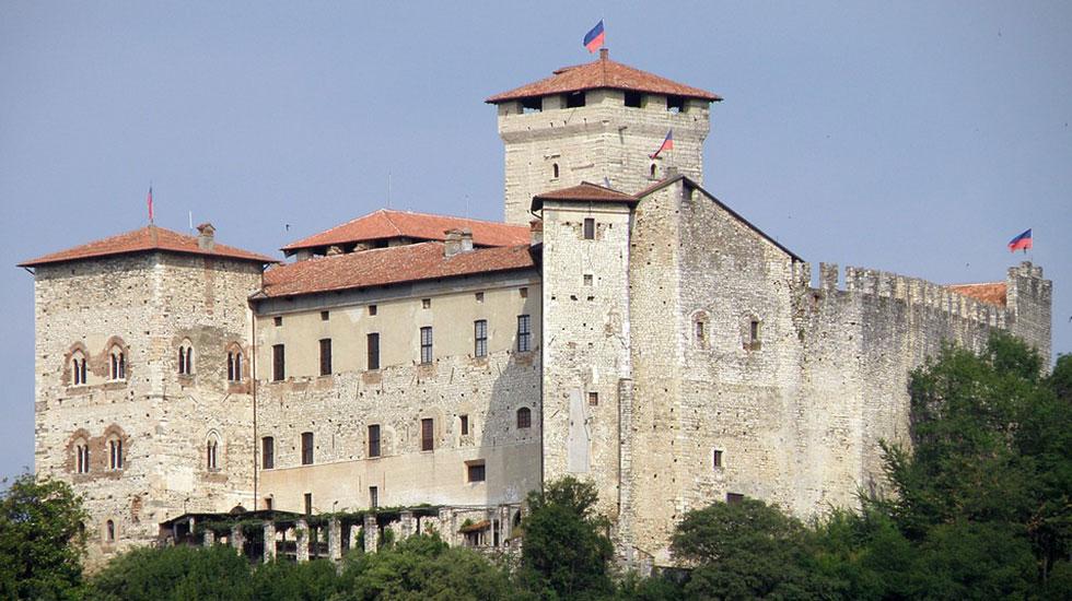 Borromeo-castle-Tour Du Lịch Ý