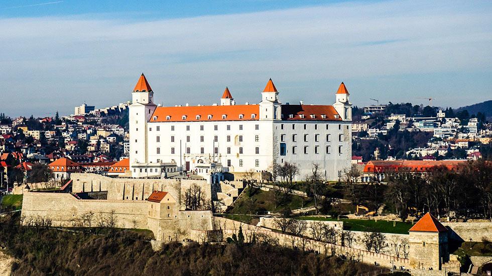 Bratislava Castle - Du lịch Slovakia