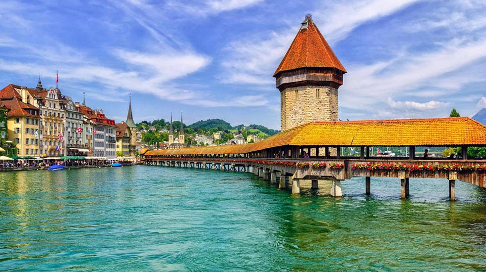 Chiếc cầu Chapel Lucerne - Tour Thụy Sĩ