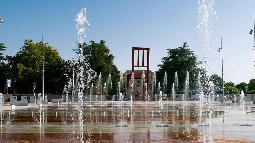 Chiếc ghế cụt chân Geneva - Tour tham quan Thụy Sĩ giá rẻ