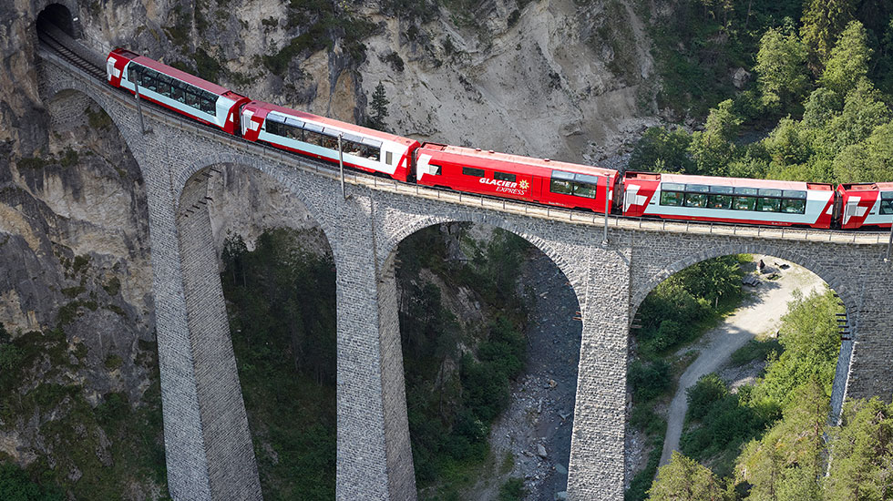 Chuyến tàu Glacier Express-Du lịch Thụy Sĩ