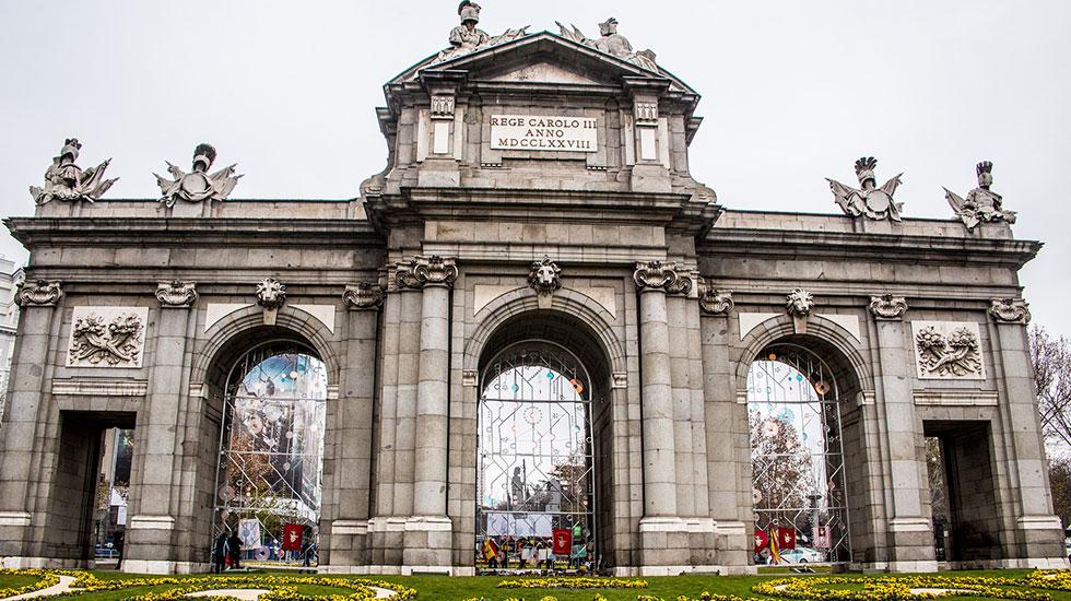 Cổng-thành-Puerta-de-Alcala-Madrid-2