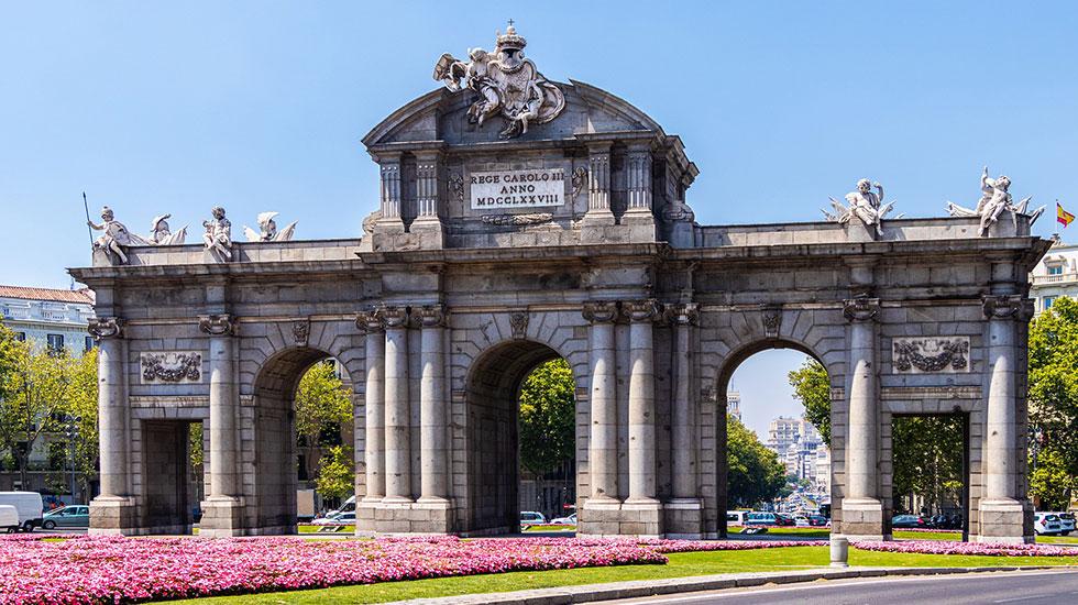 Cổng-thành-Puerta-de-Alcala-Madrid - Tour Du Lịch Tây Ban Nha