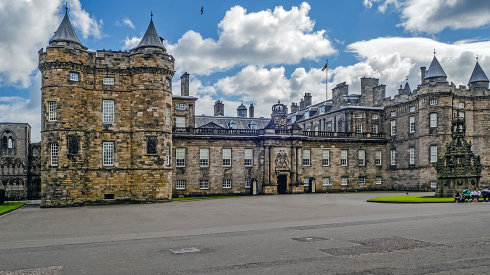 Holyrood House - Tour du lịch tham quan Anh Quốc