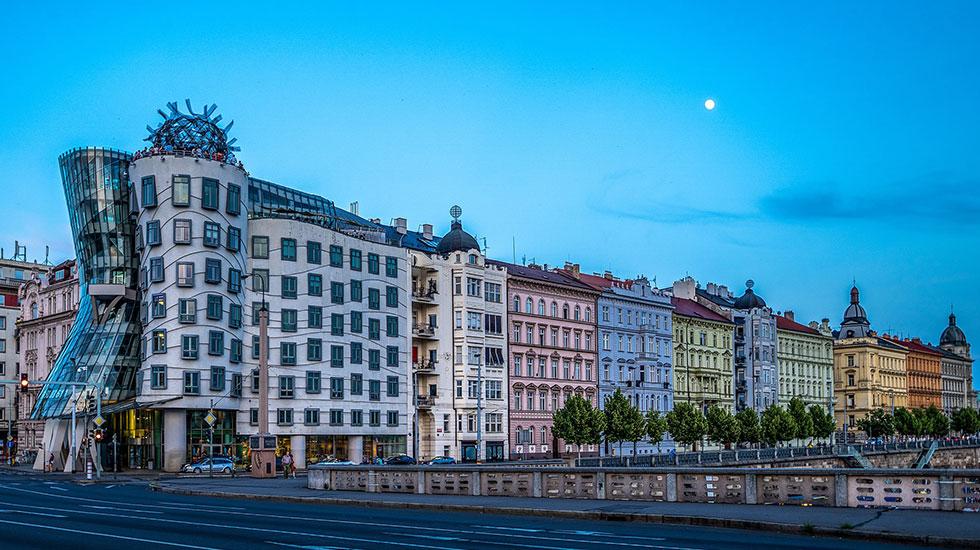 Ngôi nhà Dancing House - Tour Du Lịch Cộng Hòa Séc
