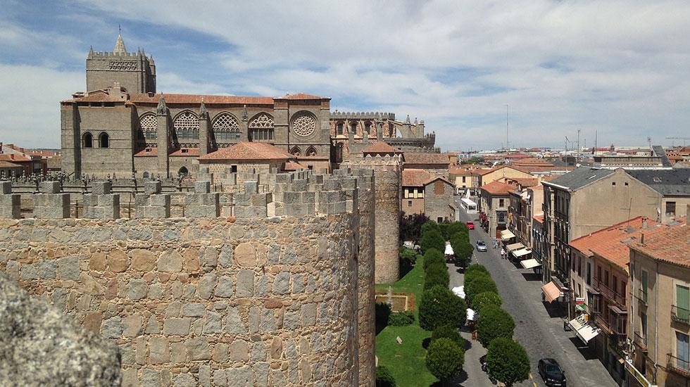 Nhà-thờ-Avila - Tour Du Lịch Tây Ban Nha