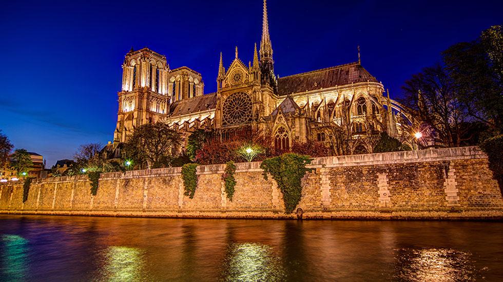 Nhà-thờ-Đức-Bà-Paris - Tour Du Lịch Pháp