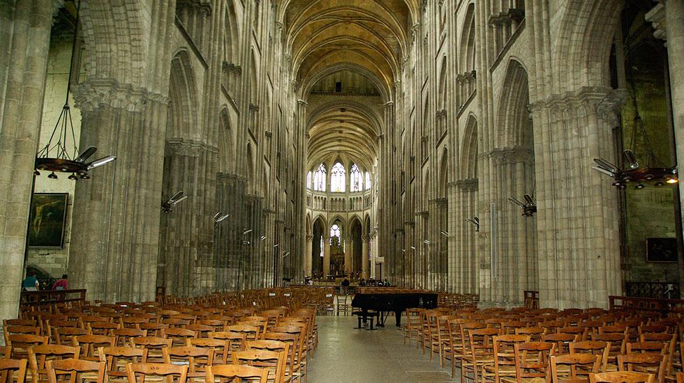 Nhà-thở-Rouen-bên-trong - Tour Du Lịch Pháp
