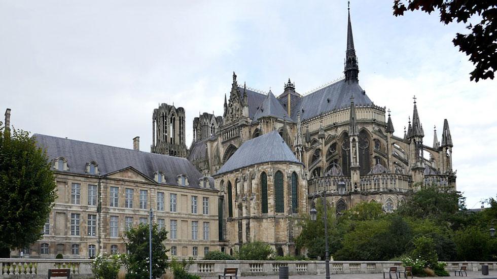 Nhà-thờ-Saint Remi 2 -Tour-Du-Lịch-Pháp