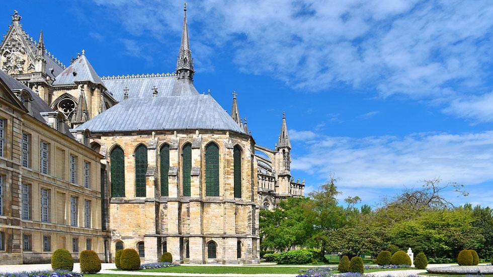 Nhà-thờ-Saint-Remi-Tour-Du-Lịch-Pháp