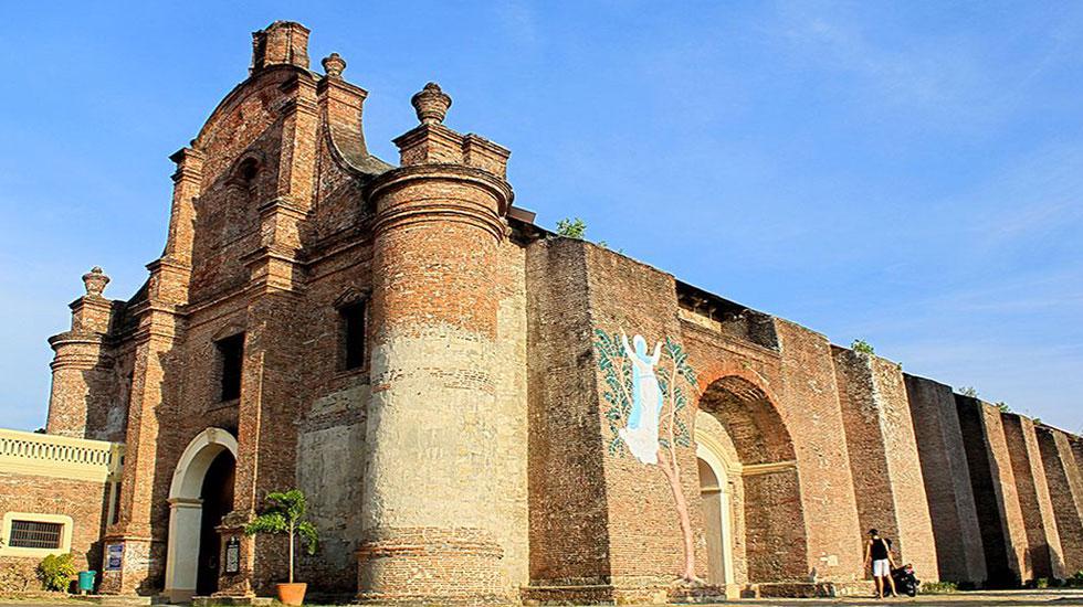 Nhà-thờ-Xứ-đạo-Santa-Maria - Tour Du Lịch Bồ Đào Nha