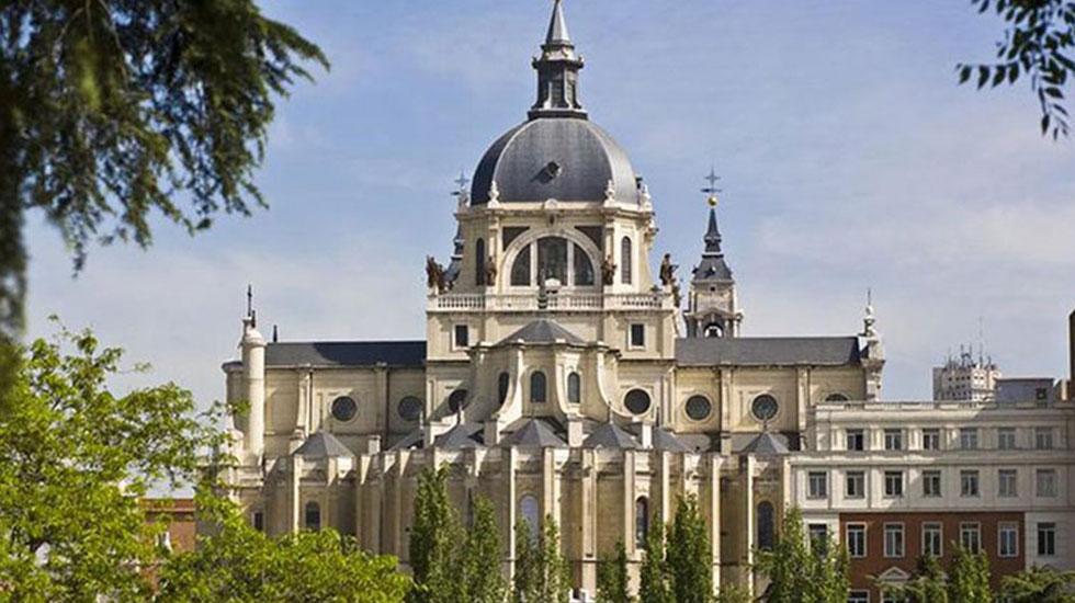 Nhà-thờ-catedral-de-la-almudena-madrid - Tour Du Lịch Tây Ban Nha