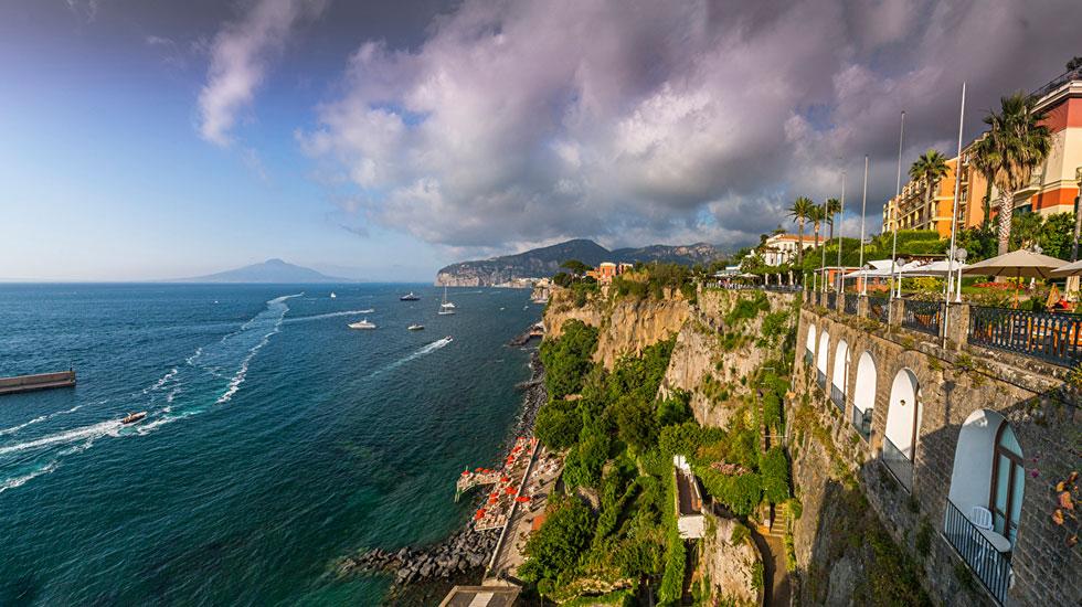 Sorrento_Italy_Coast_Houses_Sea_Crag_Clouds - Tour Du Lịch Ý