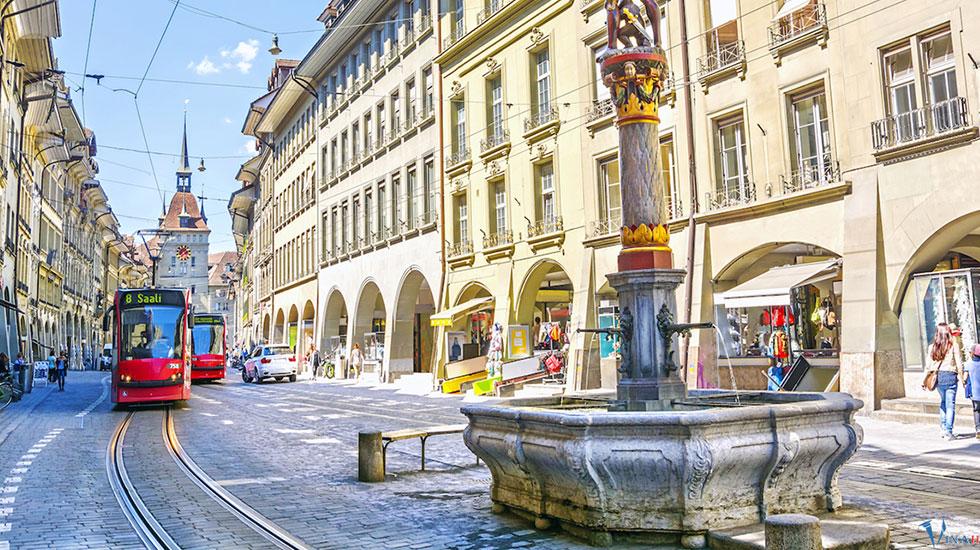Tháp đồng hồ thiên văn cổ - Du lịch Thụy Sĩ (1)
