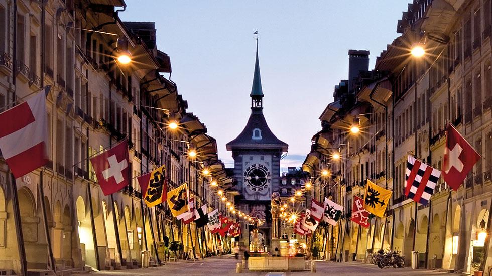 Tháp đồng hồ thiên văn nổi tiếng thời trung cổ - Du lịch Thụy Sĩ