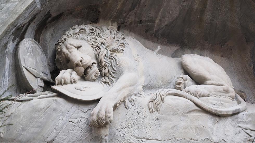 Tượng sư tử hấp hối Lucerne - Tham quan Thụy Sĩ