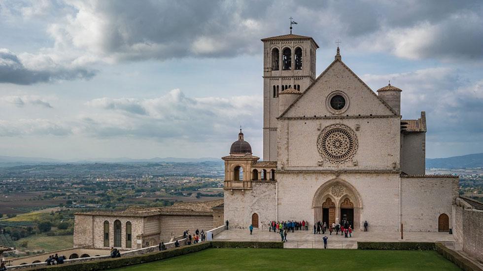 Vương cung thánh đường Thánh Phanxicô - Tour Du Lịch Ý