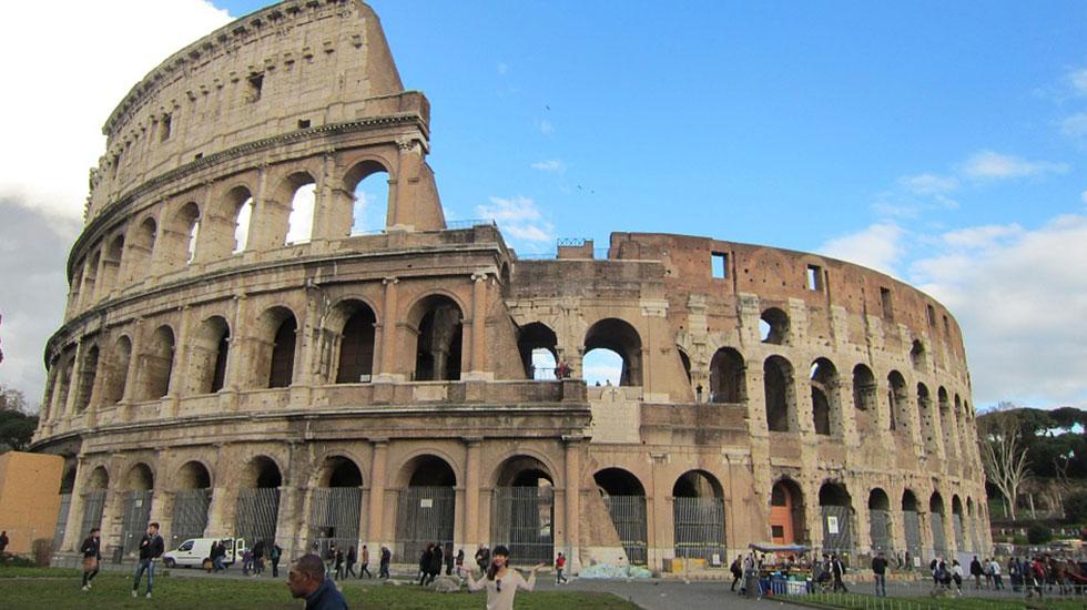 Đấu trường Colosseum - Tour Du Lịch Pháp