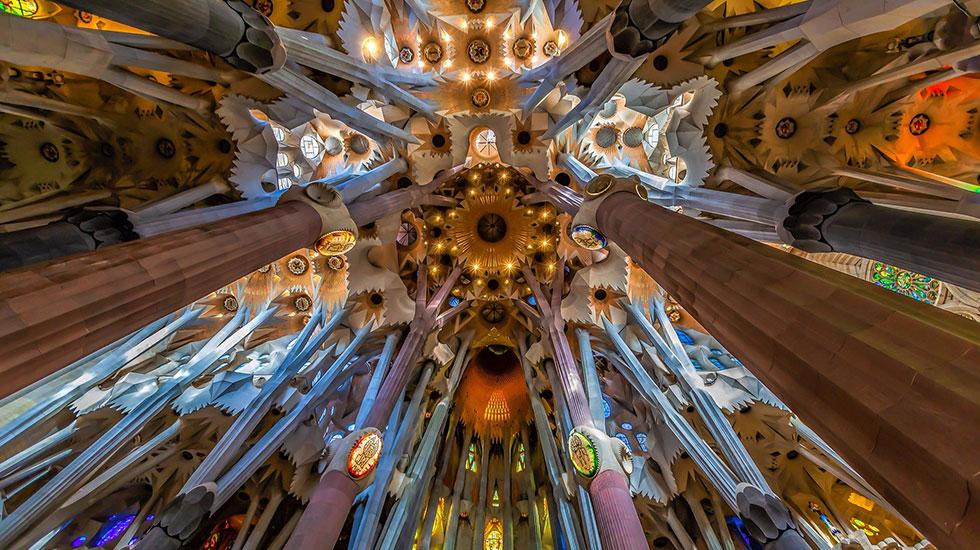 Kiến-trúc-bên-trong-Sagrada-Familia - Tour Du Lịch Tây Ban Nha