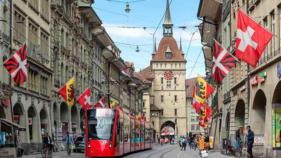 Tháp đồng hồ thiên văn cổ - Du lịch Thụy Sĩ