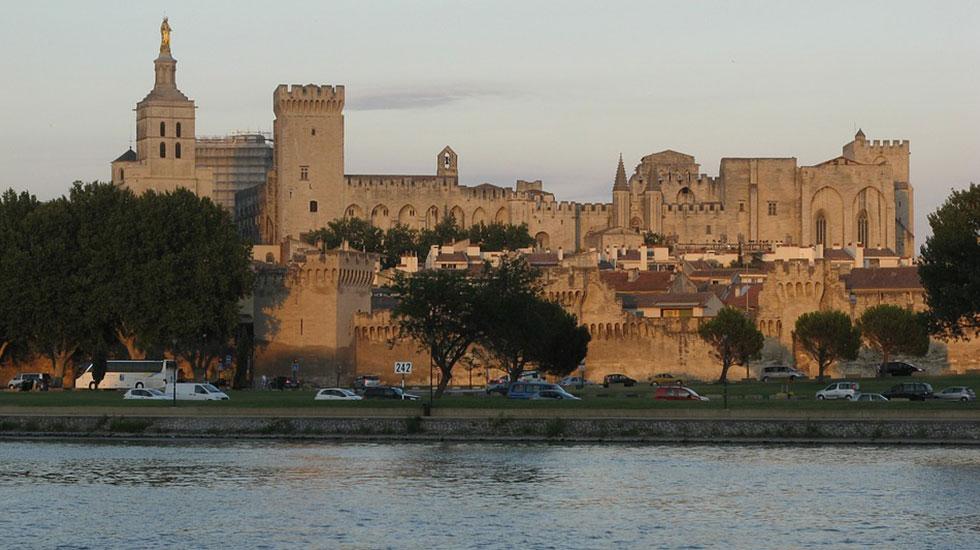 Cung điện Đức Giáo Hoàng Avignon - Tour Du Lịch Pháp