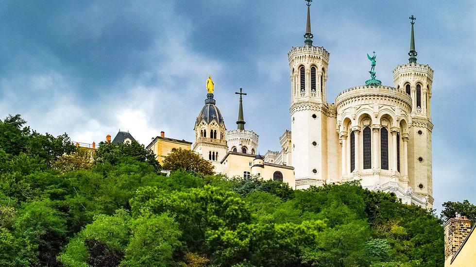 Nhà thờ Đức Bà Fourvière Lyon - Tour Du Lịch Pháp