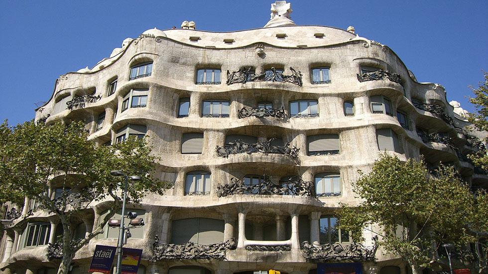 Casa-Mila-Bareclona - Tour Du Lịch Tây Ban Nha