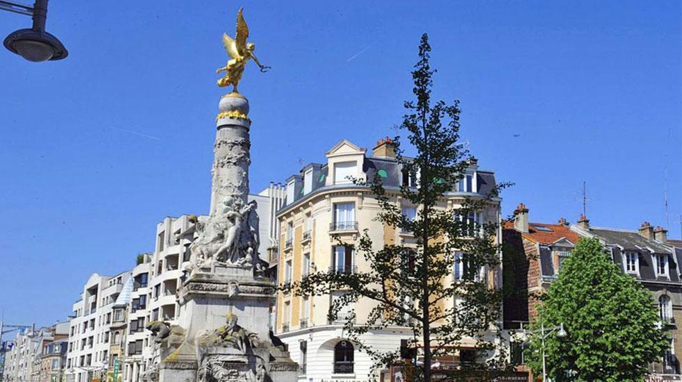 Đài phun nước Fontaine Sube - Tour Du Lịch Pháp