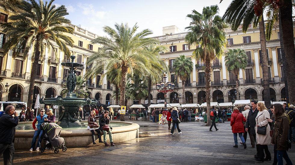 Quảng-trường-cổ-Barcelonaba - Tour Du Lịch Tây Ban Nha